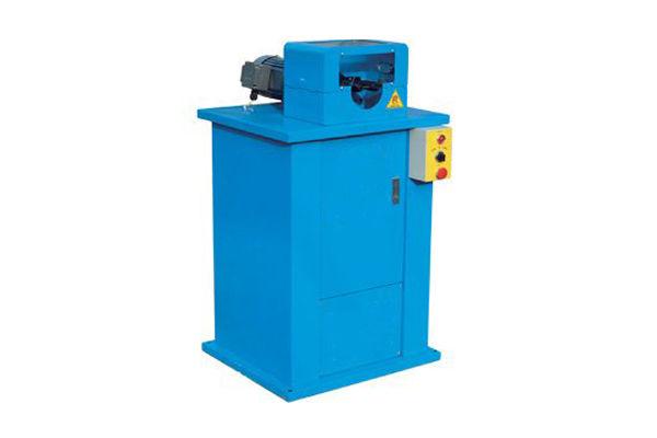 Stroj za smučanje cevi