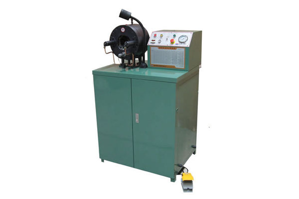 Hidravlični prilagodljivi stroj za stiskanje
